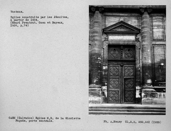 Ensemble des vantaux de la porte centrale de la façade principale