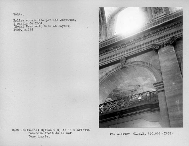 Voûte de la tribune du bas-côté droit, troisième travée, de la nef