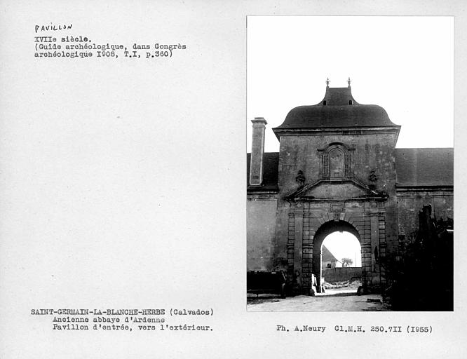 Porte de la façade côté extérieur du pavillon d'entrée