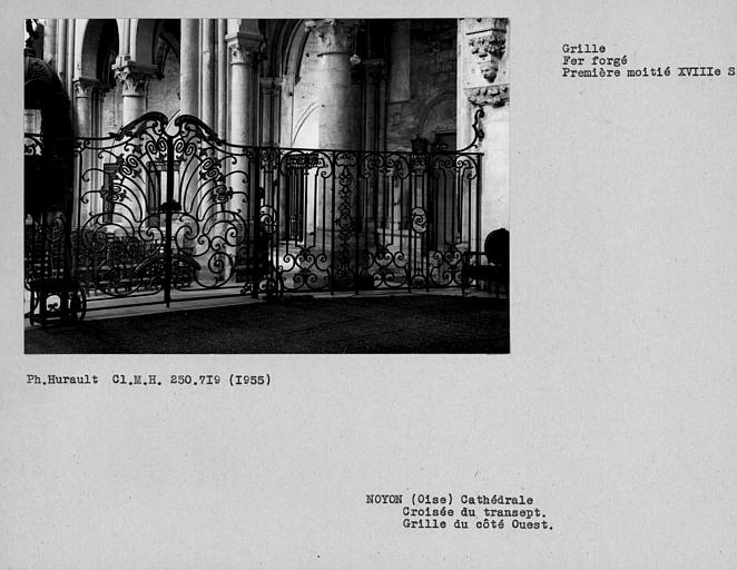 Grille en fer forgé de la croisée du transept, côté ouest de la nef depuis l'autel