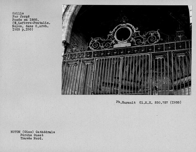 Grille fer forgé du porche ouest, détail depuis l'extérieur de la travée nord