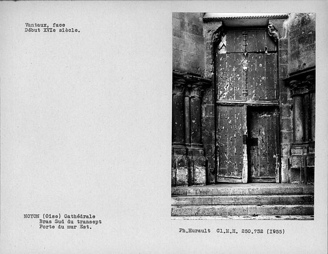 Face des vantaux de porte du bras sud du transept