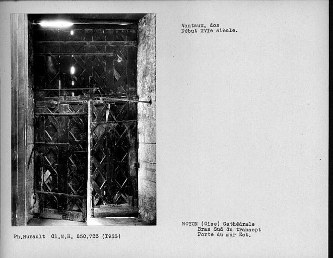 Dos des vantaux de porte du bras sud du transept