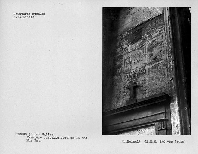 Ensemble des restes de peintures murales du mur est de la première chapelle nord de la nef