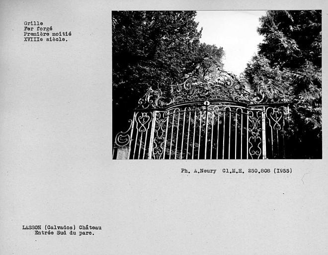 Détail de la grille en fer forgé du parc, côté sud