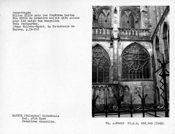 Fenestrages restaurés de la première chapelle nord de la nef