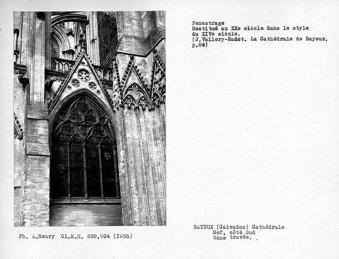 Fenestrage restitué au XXe siècle, de la dernière chapelle sud de la nef, sixième travée
