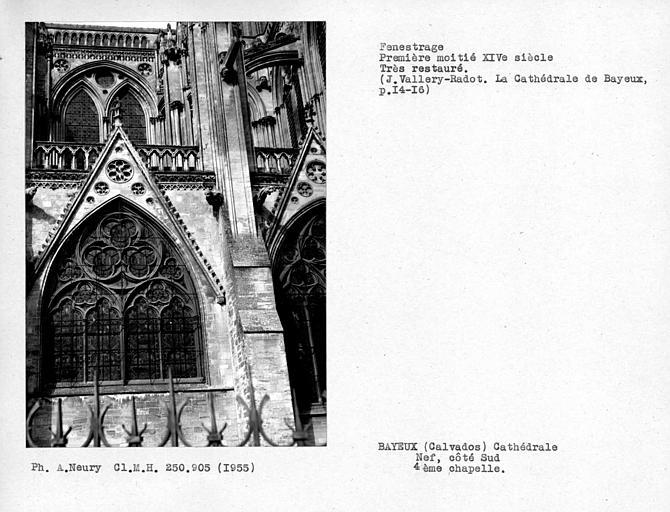 Fenestrage restaurée, de la quatrième chapelle sud de la nef, cinquième travée