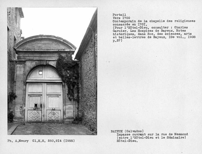 Bâtiment à la suite de la chapelle à gauche dans l'impasse ouvrant rue Nesmont, portail au fond de l'impasse