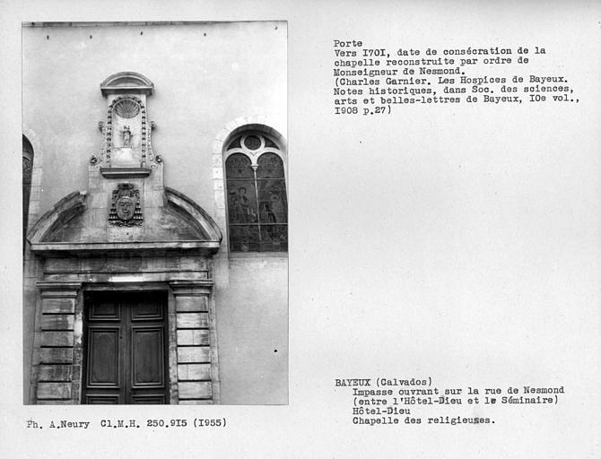 Chapelle des religieuses, façade sur impasse ouvrant rue Nesmond, partie haute de la porte