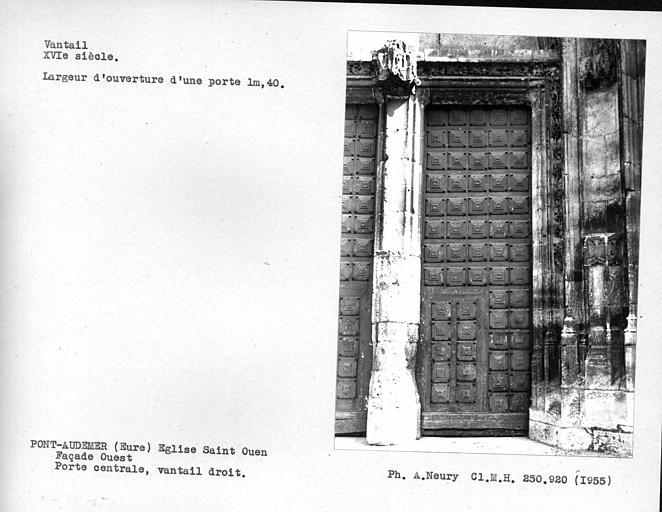 Façade ouest, ensemble du vantail droit de la porte