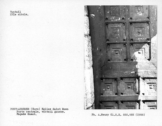 Façade ouest, détail du vantail gauche de la porte