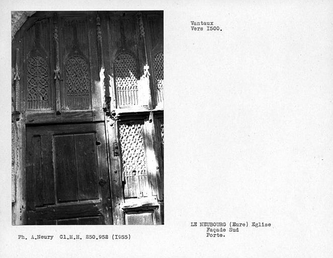 Détail des vantaux de la porte de la façade sud de la nef