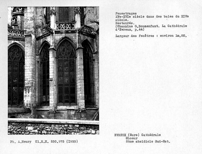 Fenestrages sud-est restaurés de la deuxième absidiole
