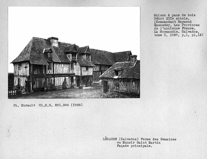 Ensemble de la façade principale en pan-de-bois