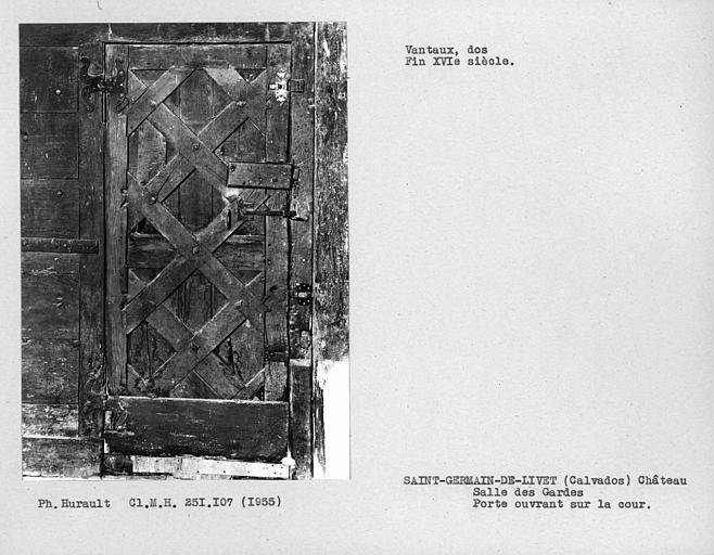 Salle des gardes, dos des vantaux de la porte d'entrée