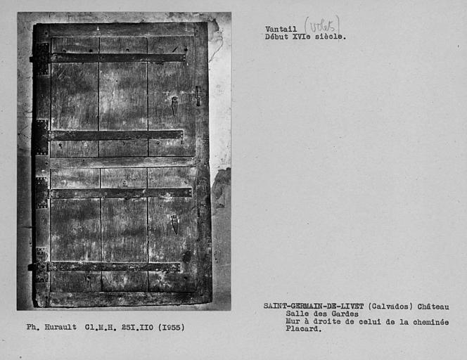 Volet de placard de la salle des gardes, mur à droite de celui de la cheminée