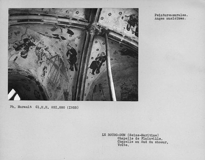 Chapelle au sud du choeur, ensemble de la voûte et du mur nord, peintures murales