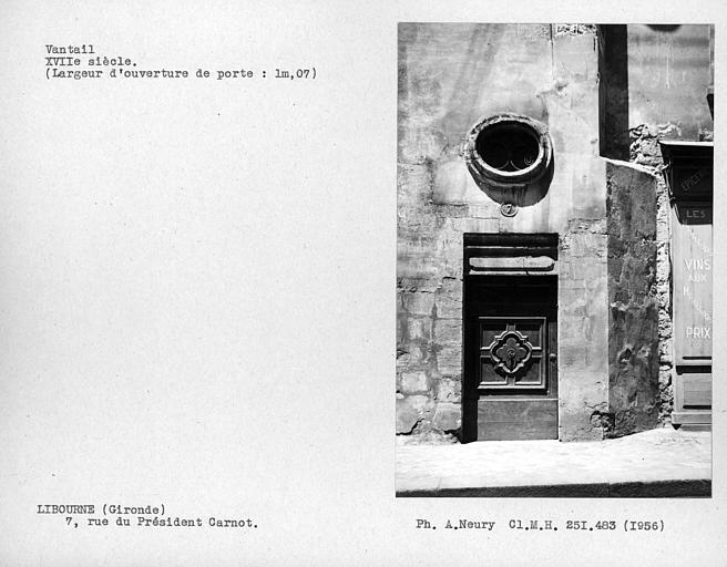 Oeil -de-boeuf et vantaux de porte