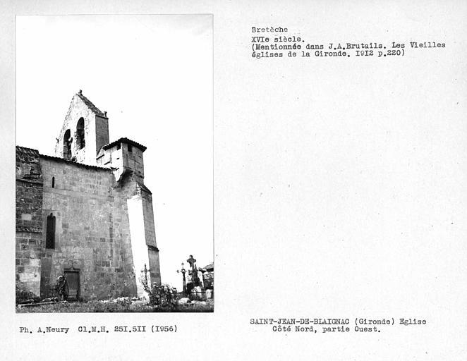 Ensemble nord-est du mur de la façade et du clocher de l'église fortifiée