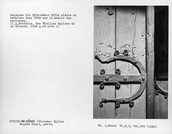 Détail des pentures du vantail de la porte de la façade ouest