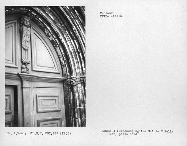 Détail des vantaux de la porte nord de la nef