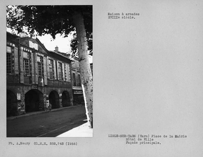 Ensemble du centre de la façade principale