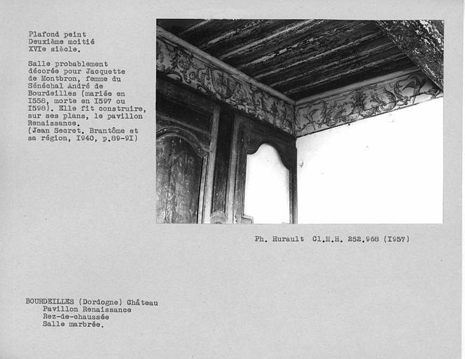 Pavillon Renaissance au rez-de-chaussée, angle à gauche en entrant du plafond peint de la salle à manger au rez-de-chausséee