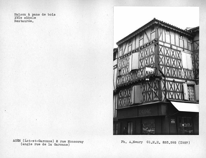 Vue d'ensemble de la façade en pan-de-bois, restaurée