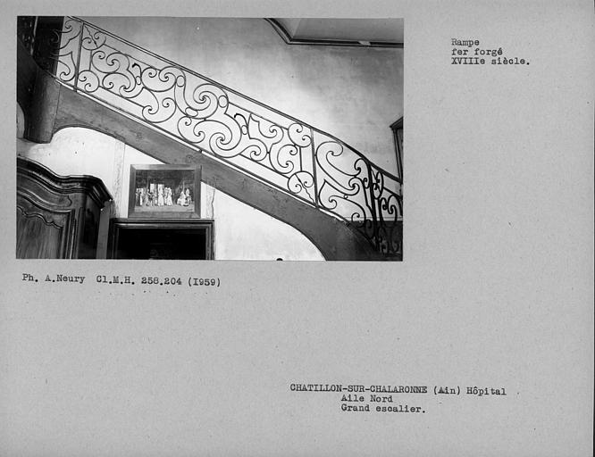 Escalier de l'aile nord, détail de la rampe en fer forgé