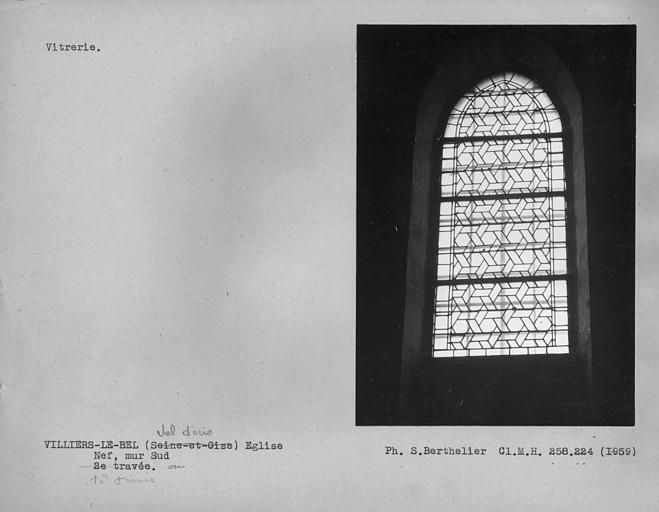 Vitrerie de la première travée du mur sud de la nef