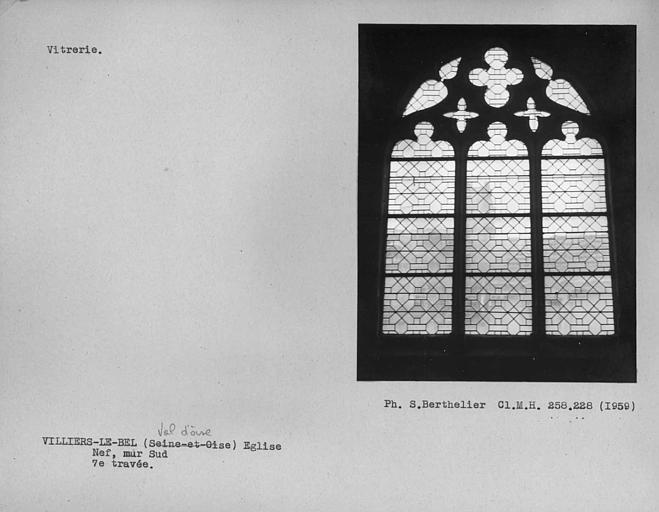 Vitrerie de la septième travée du mur sud de la nef