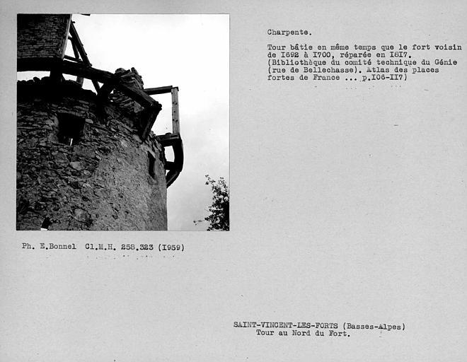 Charpente du hourd de la tour au nord du fort