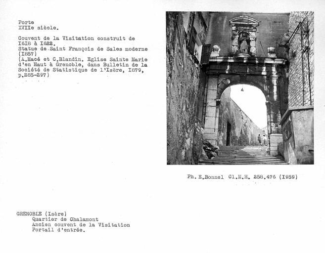 Porte d'entrée de l'ancien couvent