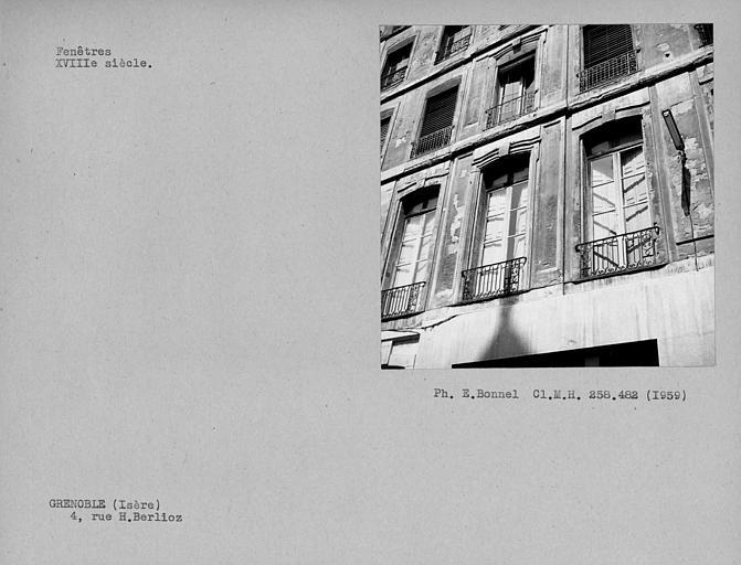 Fenêtres de la façade su rue