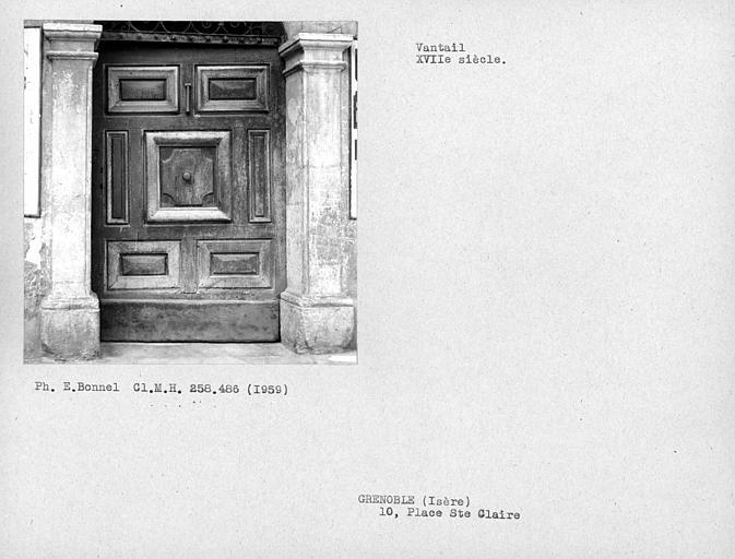 Vantail de porte de la façade sur rue