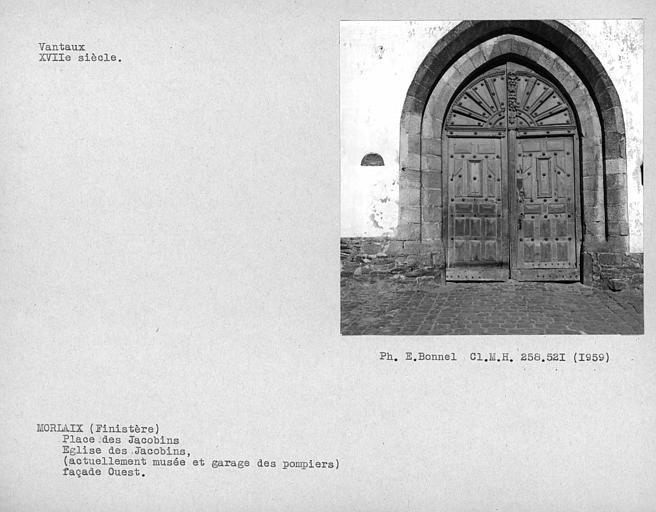 Vantaux de porte de la façade occidentale