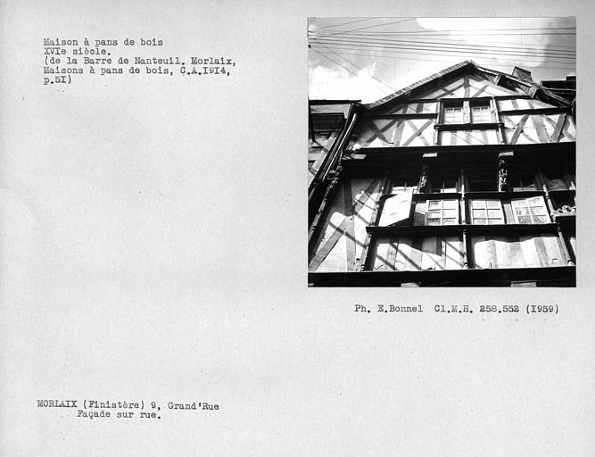 Maison en pan-de-bois ; Détail de la façade sur rue, fenêtre