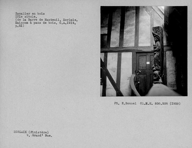 Maison en pan-de-bois ; Escalier en bois