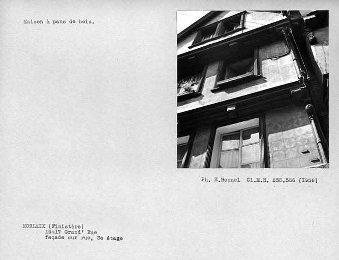 Détail de la façade en pan-de-bois sur rue au troisième étage