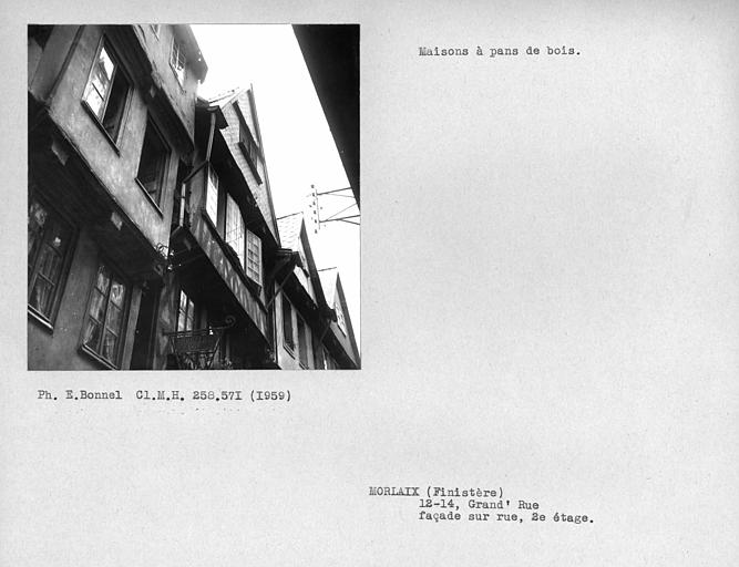 Deuxième étage de la façade sur rue, encorbellement