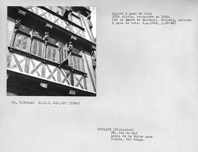 Façade en pan-de-bois, premier étage, fenêtres