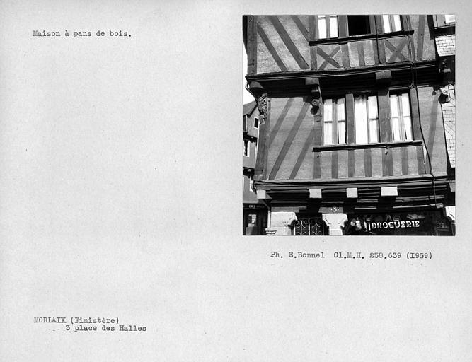Détail de la façade en pan-de-bois sur rue