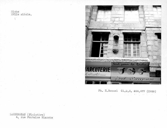 Niche de la façade