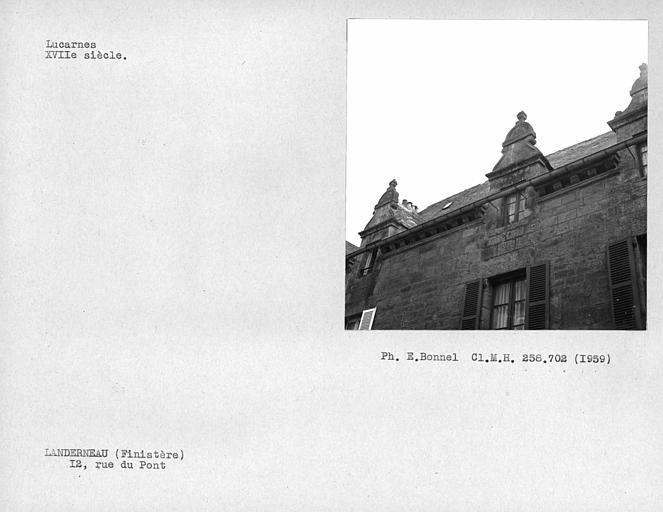 Lucarne de la façade