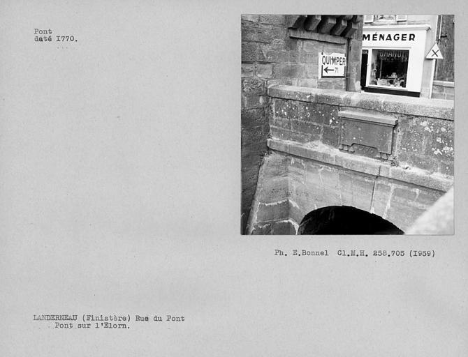 Inscription sur la partie supérieure du pont couvert