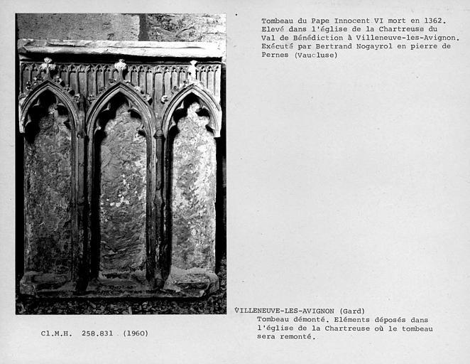 Eléments démontés du tombeau du pape Innocent VI, avant leur remontage, détail du sarcophage