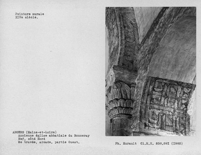 Côté nord de la nef, peinture murale décorative de la partie ouest de l'arcade de la 7ème travée