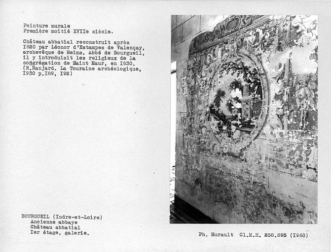 Galerie au premier étage, ensemble de la peinture murale du mur des fenêtres