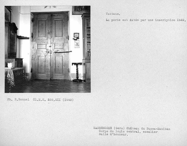 Corps de logis central côté ouest. Revers des vantaux de la porte de l'escalier de la salle d'honneur